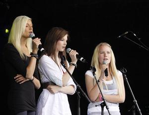 Cornelia Muchenhirn, Sara Carlsson och Linna Abrahamsson sjöng En vanlig dag.