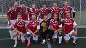 Håkan Ahlinder, i kaptensbindel, har gjort sin sista Korpenmatch för brandkåren – och avslutar därmed en 49 år lång fotbollskarriär.