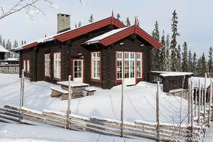 Exklusivt handbilat timmerhus mitt i Gustavbacken i Lindvallen, ca 200 kvm.