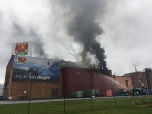 Under torsdagseftermiddagen utbröt en kraftig brand i Domsjöfabriken i Örnsköldsvik.
