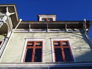 I början av 1900-talet tog många lokala byggmästare runtom i landet hjälp av Löfvenskiölds mönsterplanscher, när de sökte inspiration till sina byggnader så även Olof Johansson.