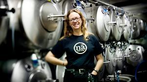 Berith Karlsson på bryggeriet. Bilden är tagen 2012.