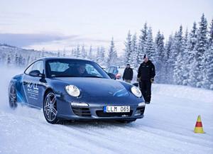 Kall Auto Lodge är känt för sina iskörningar med Porschebilar på Kallsjön