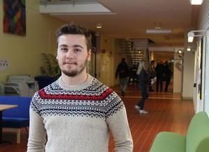 – Jag tycker det skulle vara kul att gå på en riktigt stor skola med många olika människor på en och samma plats. Jonas Renngård från Söderhamn studerar Systemvetenskap i Borlänge.
