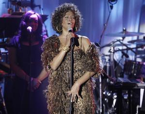 Whitney Houstons familj stäms på grund av att de vill sälja sångerskans Emmy på auktion. Arkivbild.