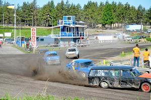 Söndag 12.03. Olika motortävlingar ingår i vårt arbete att bevaka. Här bevakades en folkracetävling på motorstadion i Hallsberg.