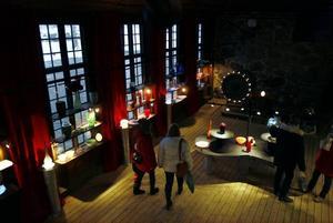 Många besökare besökte även Björn Steiners glashytta.