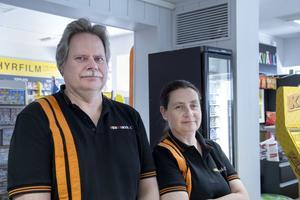 Hemmakväll har flyttat in i Trivsamts gamla lokal vid Jansastorget i Sandviken. Ulf Schmitterlöw och Maria Hamsås driver butiken.