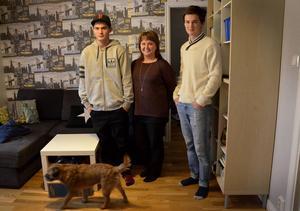 Hugo med sin mamma Linda och storebror Hannes.