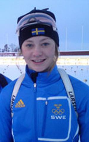 Älvdalens duktige skidskytt Lotten Sjödén noterade två individuella fjärdeplatser i ungdoms-OS.