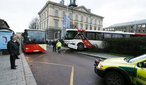 20 november 2006 skenade en buss över Rådhustorget i Gävle innan den stoppades av en mur.