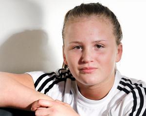47. Denise Makota Ström, 16 år (ny), brottning. Att Nykvarnstjejen var bra och en stor talang visste vi.  Men att hon var så här dominant visste hon inte ens själv - det som skulle bli resor för att se och lära till ungdoms-EM och ungdoms-VM slutade med två guldmedaljer. Och den yngsta idrottaren på listan någonsin.
