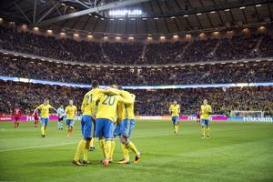 Sverige jublar efter ett mål under VM-kvalmatchen mot Luxemburg hemma på Friends Arena.