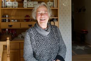 Läraren i Lillhärdal gapskrattade åt Eva Voronaeff när hon ville bli flygvärdinna. Men flygvärdinna blev hon och varje dag kan hon titta ut över Stilla havet som hon längtade efter att få se.