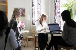 Ebba Forsberg undrade om politikerna kunde lova att det skulle bli färre onödiga håltimmar i skolan.