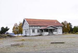 Den pampiga Levinsgården vid Kvarnbergsvattnet torde kunna inbringa en bra slant.