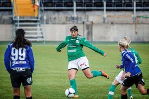 Caitlin Blosser gjorde tre mål i derbyt mot ÖDFF på Jämtkraft Arena. Men det räckte bara till en poäng. Hemmalaget kvitterade till 3–3 i 87:e minuten.