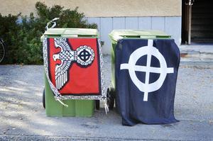 Det keltiska korset som finns på båda flaggorna används ofta av olika