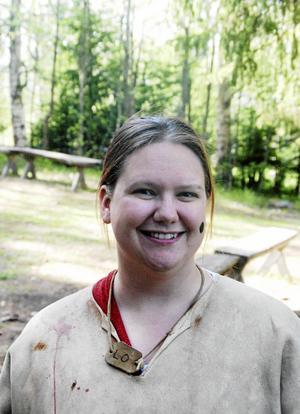 Lärare Kathrin Larsson anser att en dag vid Glösa Älgrike är en mycket bra utbildningsdag och passade bra just nu, eftersom hennes elever nyligen läst om stenåldern.