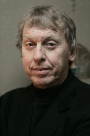 Mycket välkände och omtyckte Tomas von Brömssen kommer till Ludvika den 11 mars för att spela en av rollerna i Obesvarad kärlek.