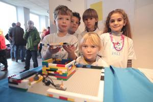 Några barn från Kastellskolan i Härnösand har lärt sig mer om jordbävningar.