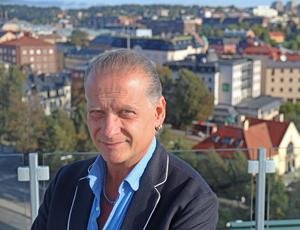 Johan Lefverström är personaldirektör i Södertälje kommun och ansvarig för rekryteringen av ny samhällsbyggnadsdirektör efter att Johan Hagland fick sluta i maj 2017.