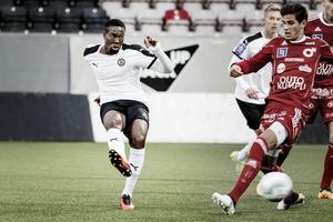 Yannis Mbombo Lokwa från Belgien provtränar med ÖSK den här veckan. På tisdagskvällen spelade han med U21-laget och gjorde två mål när ÖSK vann med 4–1.