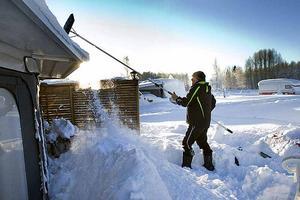 2010 var det stora mängder snö på husvagnarna på Årsunda Camping.