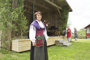 Hembygdsföreningens ordförande Kerstin Påhlsdotter Fransson hyllade Färilas vackra hembygdsgård.