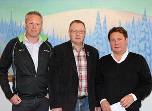 Fr v O-ringenchefen Mark Baljeu, kommunens Ingemar Kyhlberg och destination Sälens Thommy Backner ser fram emot O-ringen i repris i Sälenfjällen 2016.