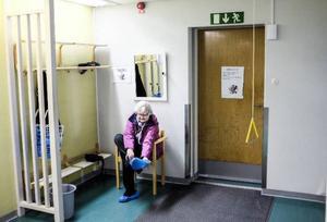 Sonja Flodén från Rossön ger hälsocentralen i Backe gott betyg och hoppas att den får vara kvar.