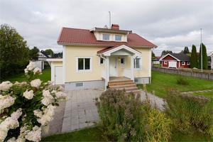 Denna villa på Garpestigen 8 i Avesta kommun är en av Dalarnas mest klickade fastigheter på Hemnet under vecka 40.