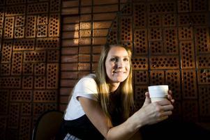 """Eget kafé. Lågkonjunkturen skrämmer inte Catrin Gränsgärd. I onsdags öppnade hon det egna kaféet """"Kom in i istället""""."""