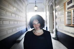"""Äntligen klar. Det har gått fyra år sedan Monika Fagerholms förra roman """"Den amerikanska flickan"""" publicerades. Efter mycken vånda kommer nu uppföljaren """"Glitterscenen""""."""