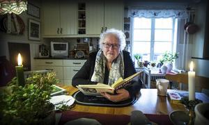Hervor Sjödin var en av många som medverkade i vår dialektserie Mål i mun, som väckte oanat intresse. Här läser hon en dikt av Nicke Sjödin.