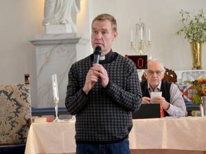 Calle Wahlström har arbetat som präst i Alsen i fyra år. Under den tiden har han sett att allt färre går till kyrkan.