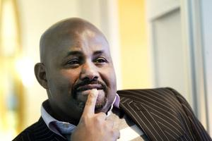 Artan Dhilbawe driver hälsoföretaget Artan Health Care Nordic AB och är ursprungligen från Somalia. Han är bekymrad över bankernas motvillighet att låna pengar till företagare som är invandrare.