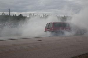 Den kanske inte går att drifta med, men 740:n levererar när det kommer till att bränna däck.