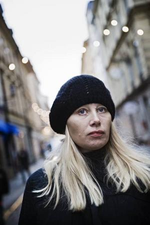"""""""Ann Heberlein skriver om sin personlighet – det är boken ämne. Lars Norén ägnar minst 98 procent åt att skriva om sig själv. Noréns ämne är Norén."""" Crister Enander går till storms mot jagförälskelsen i dagens svenska litteratur."""