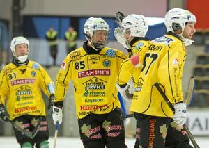 Ett effektivt Broberg slog Villa med 5-2. Nu väntar Sandviken i kvartsfinalen.
