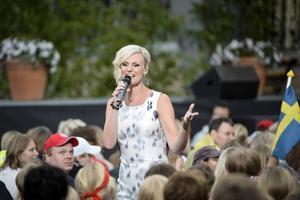 Sanna Nielsen som gäst i Allsång på Skansen häromåret. Nästa sommar tar hon över programmet.