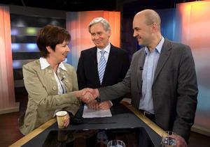 Kortdebatt. Mona Sahlin och Fredrik Reinfledt möttes i första tv-debatt i går kväll. Den visade både på samförstånd skiljelinjer i politiken. Debatten leddes av Aktuellts Jarl Alfredius.