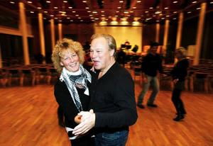 Kenth Sandqvist, dansgeneral i Stugsunds IK, här i en dans med Birgitta Grahn, laddar inför en helg med extra mycket dans på Kulturens hus.