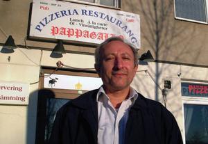 Maarouf Dehghan tvingas av allt att döma att stänga sin pizzeria efter att inte ha uppfyllt sina byråkratiska åligganden. Foto: Ingvar Ericsson