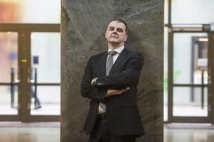 Selimovic (L) varnas nu för att ha trakasserat sin personal och drabbas av dagersättningavdrag. En mycket ovanlig händelse i Europaparlamentet. Själv menar Selimovic att han är oskyldig och säger i ett pressmeddelande: