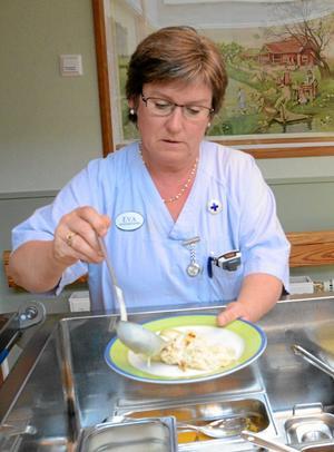 räfst och rättarting. Undersköterskan Eva Pettersson vill att ansvariga tänker om när det gäller matordningen på Hallsbergs äldreboenden, och att kvalitéten höjs.