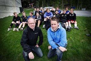 Göran Wärdell och Peter Boije har varit med och format den gemensamma satsningen inom innebandyn i länet på herrsidan. IBC Östersund byter namn till Jemtland Innebandy.– Vi kraftsamlar för innebandyn i Jämtland, säger Wärdell.