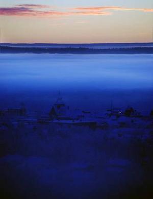 """Sofia Olssons bild """"Ovan molnen"""" är en bild som innehåller mystik. Bilden skulle behöva ljusas upp en aning i staden, men annars är den riktigt häftig; betraktaren kan vila ögonen en bra stund på den innan man har tagit in allt."""
