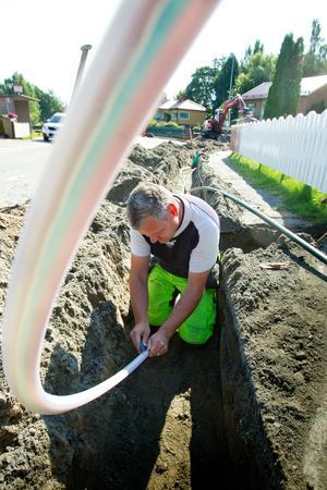 Fibernät kommer installeras runtom i bygderna, och de som inte hoppat på erbjudandet kan förlita sig på 3G-nät istället.