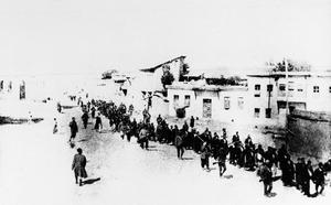 Turkiet 1915, armenier på marsch mot döden.